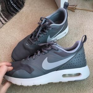 Nike YOUTH 7/ WOMANS 7.5 or 8